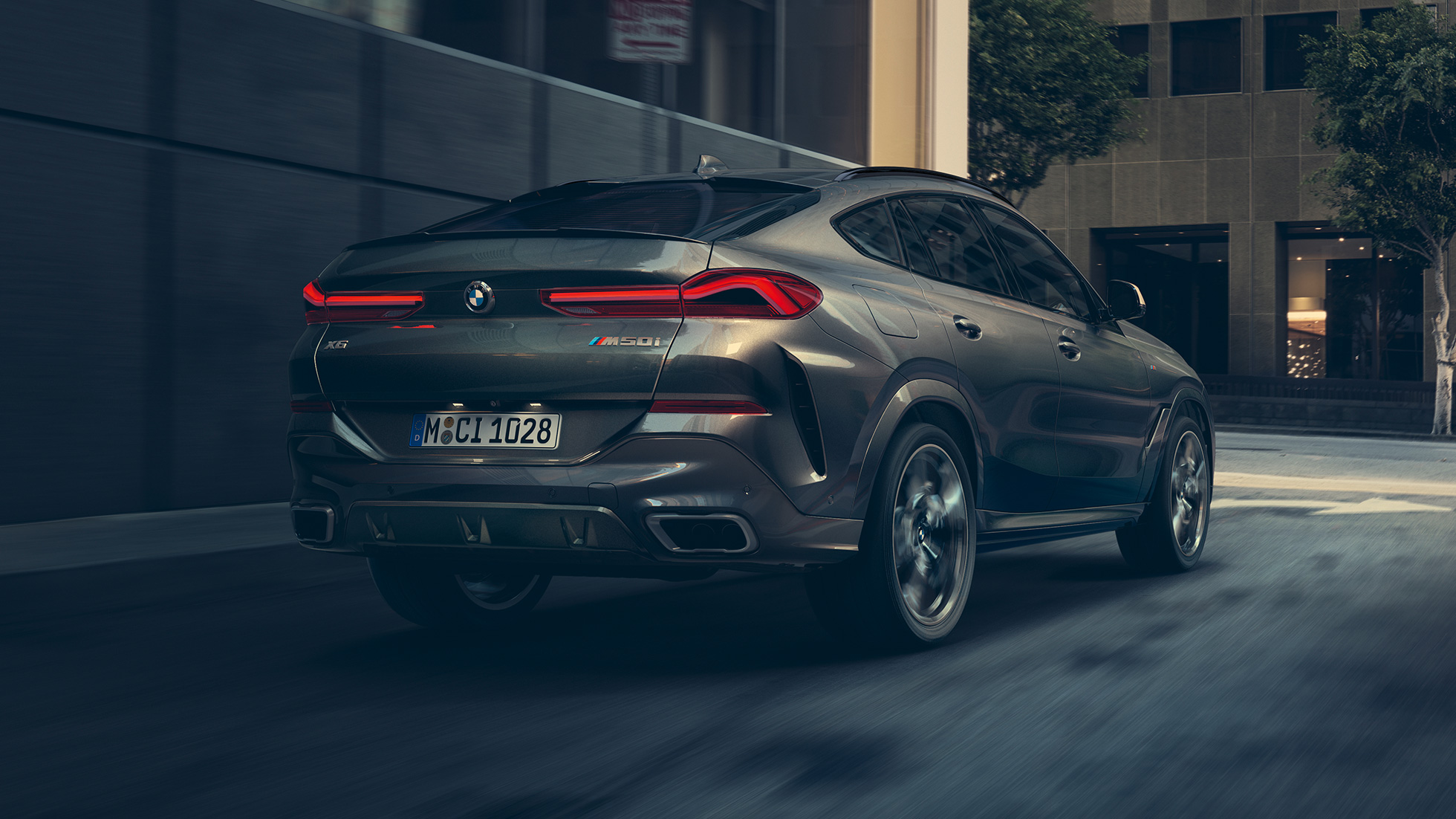 Threequarter rear view of the BMW X6.