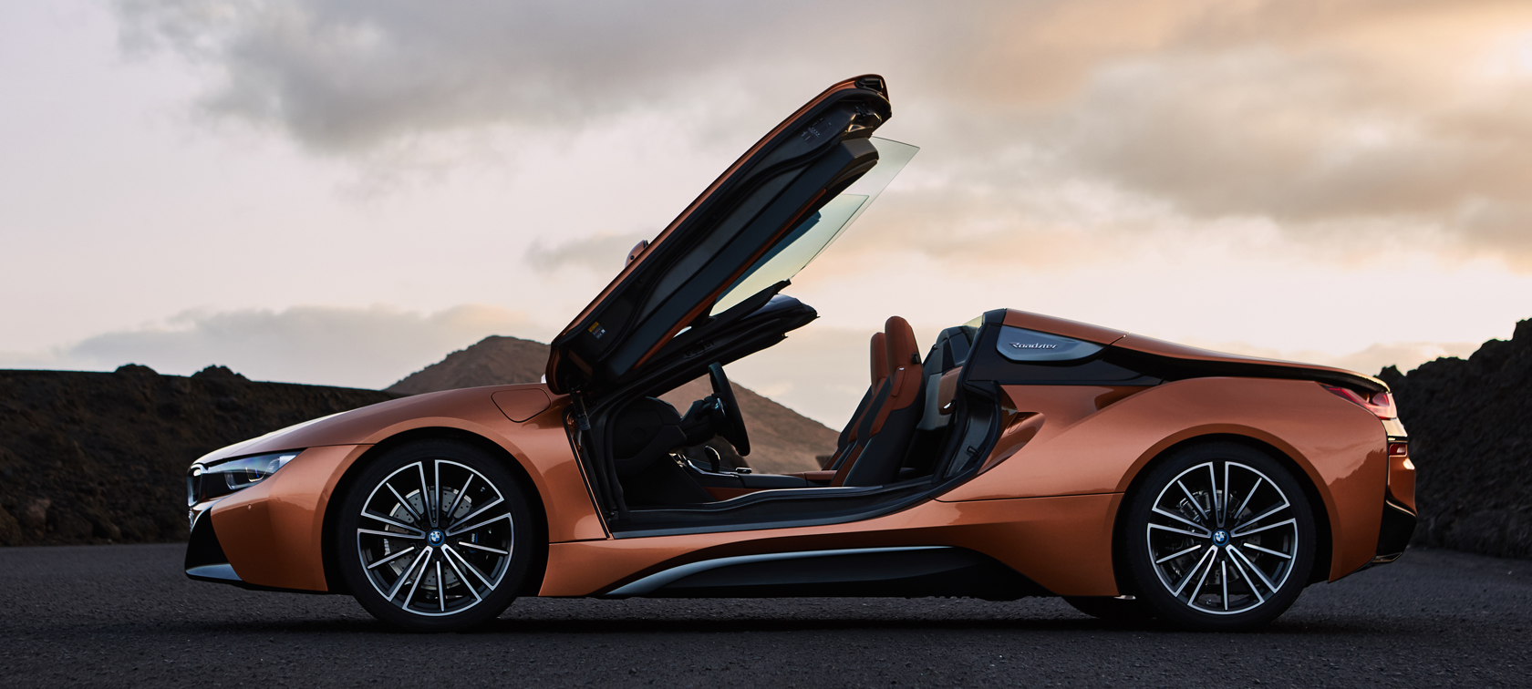 THE NEW BMW i8 Roadster. Clean wind in your hair.